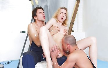 Anal extreme with two men for Via Lasciva