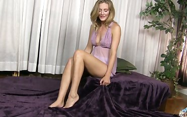 Horny mommy Mona Wales is masturbating her delicious wet pussy on the purfling limits