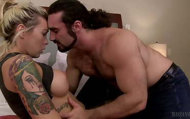 Tattooed auburn shemale Aubrey Kate enjoys horny rimjob apart from will not hear of stud